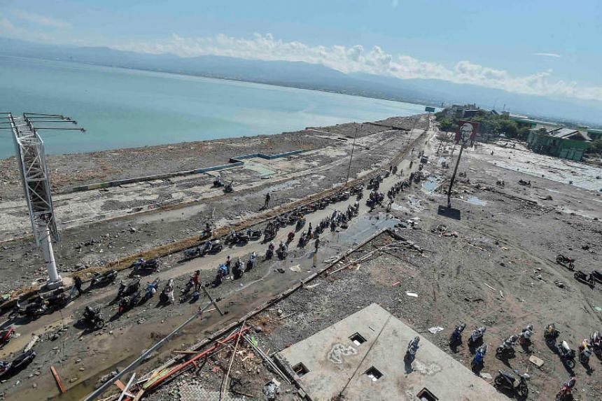 Indonesian President Joko Widodo urged a non-stop recovery effort after the disaster killed more than 800 people.
