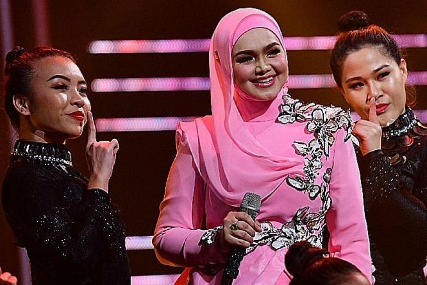 Siti Nurhaliza performing at the annual regional Malay music awards show Anugerah Planet Muzik last Friday.