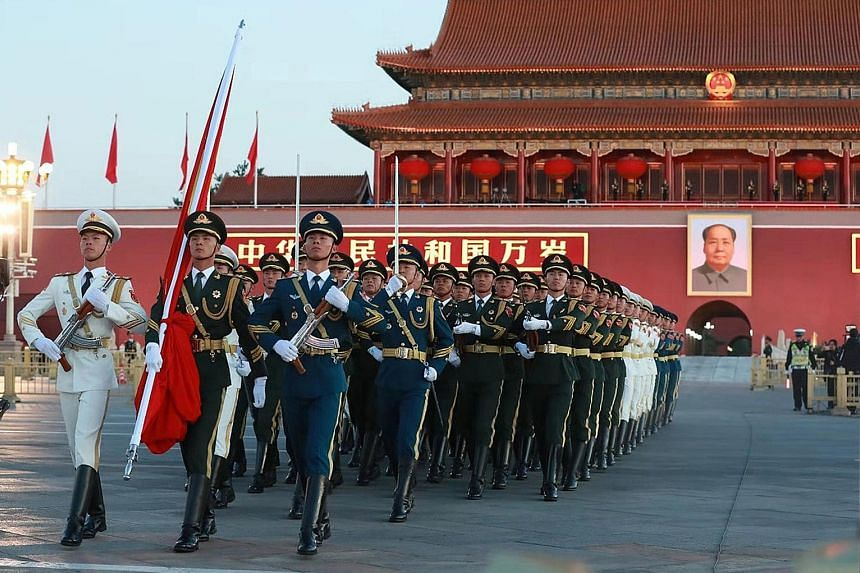 At dawn yesterday, around 145,000 people from across China gathered at Tiananmen Square in Beijing to celebrate the 69th anniversary of the founding of the People's Republic of China. When military bugles were blown at 6.05am, 96 soldiers from the Gu
