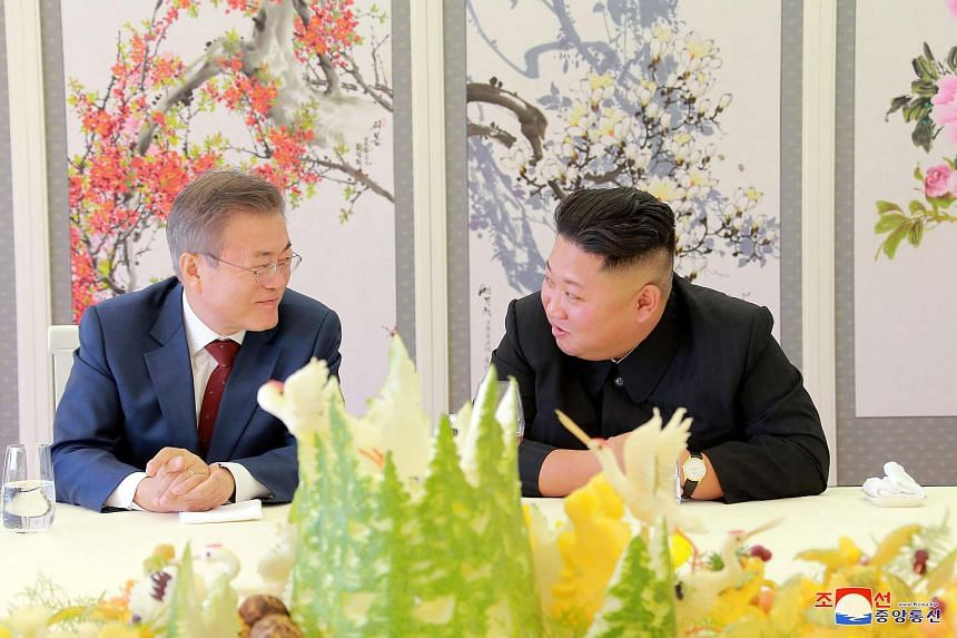 South Korean President Moon Jae-in (left) speaking to North Korean leader Kim Jong Un during a luncheon on Sept 21, 2018.