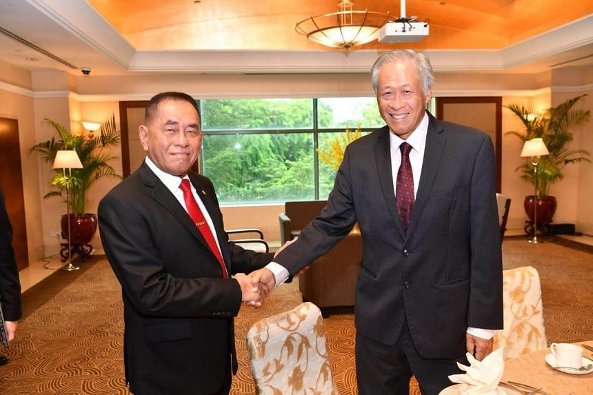 Minister for Defence Dr Ng Eng Hen (right) meetis Indonesian Minister of Defence General (GEN) (Rtd) Ryamizard Ryacudu on the sidelines of the 2018 Southeast Asia Counter-terrorism Symposium in Singapore, on Oct 4, 2018.