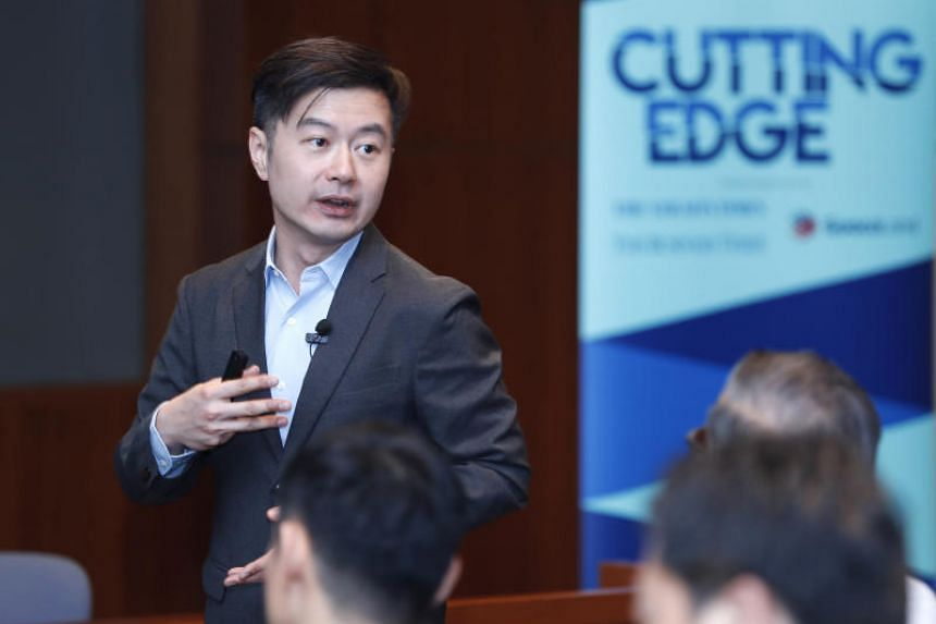 Professor Howard Yu presenting at the first of a four-part public interactive forum called Cutting Edge, on Oct 5, 2018.