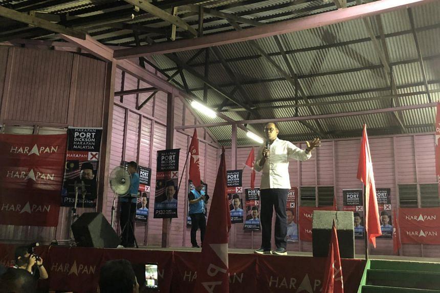 Datuk Seri Anwar Ibrahim speaking to a crowd of around 200 people in the Chinese village of Tanah Merah in Port Dickson on Oct 4, 2018.