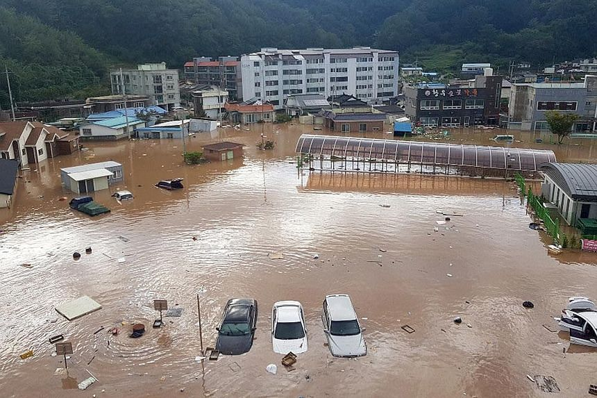 Buildings, cars and roads flooded yesterday by torrential rains brought by Typhoon Kong-rey in Yeongdeok, South Korea.