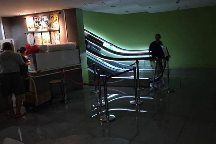 A burst water pipe at the Koufu-run Gourmet Paradise on Sunday morning (Oct 7) soaked parts of the foodcourt in water and resulted in the place being closed for almost three hours.