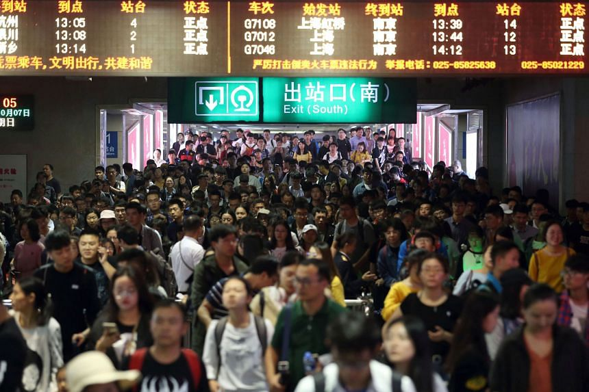 Arriving passengers throng one of the exits of Nanjing railway station, at the end of China's Golden Week holiday on Sunday. The revenue of 599 billion yuan from domestic tourists during the week-long National Day holiday marked a year-on-year incr
