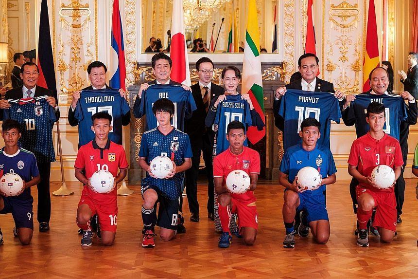 (From left) Cambodian Prime Minister Hun Sen, Laotian Prime Minister Thongloun Sisoulith, Japanese Prime Minister Shinzo Abe, Myanmar leader Aung San Suu Kyi, Thai Prime Minister Prayut Chan-o-cha and Vietnamese Prime Minister Nguyen Xuan Phuc posing