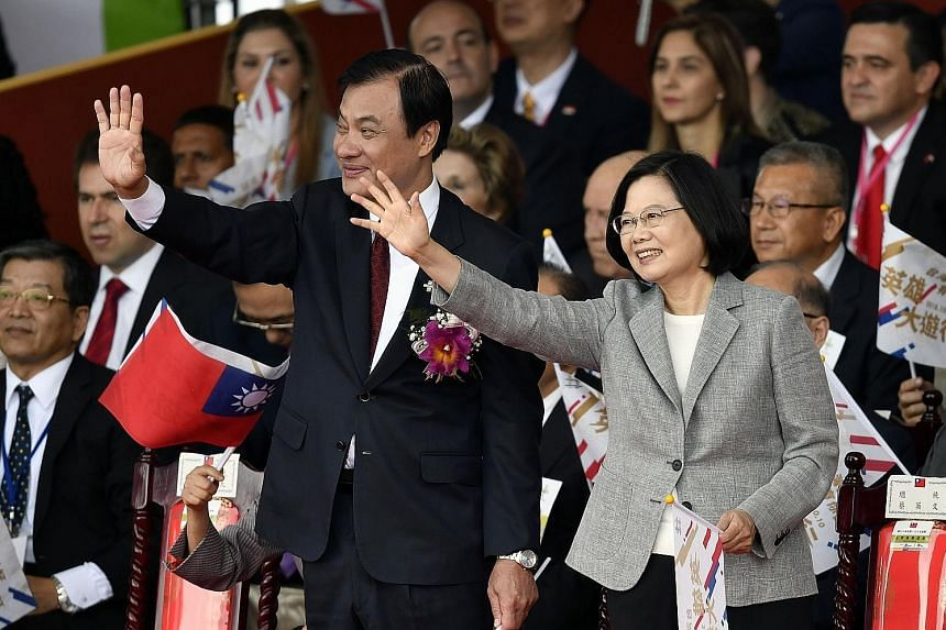 President Tsai Ing-wen and Legislative Speaker Su Jia-chyuan at Taiwan's National Day celebrations yesterday.