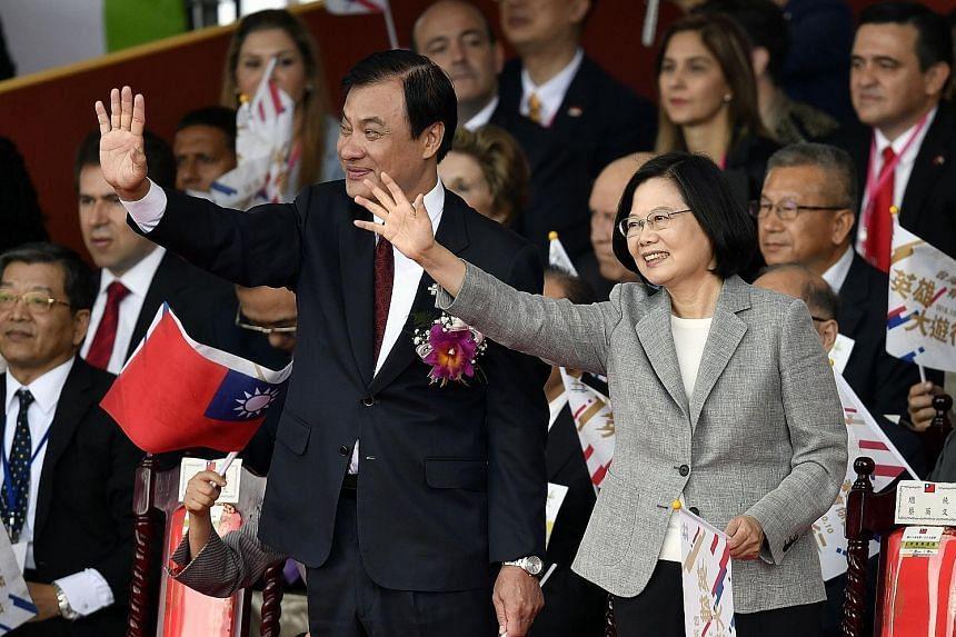 President Tsai Ing-wen and Legislative Speaker Su Jia-chyuan at Taiwan's National Day celebrations yesterday.