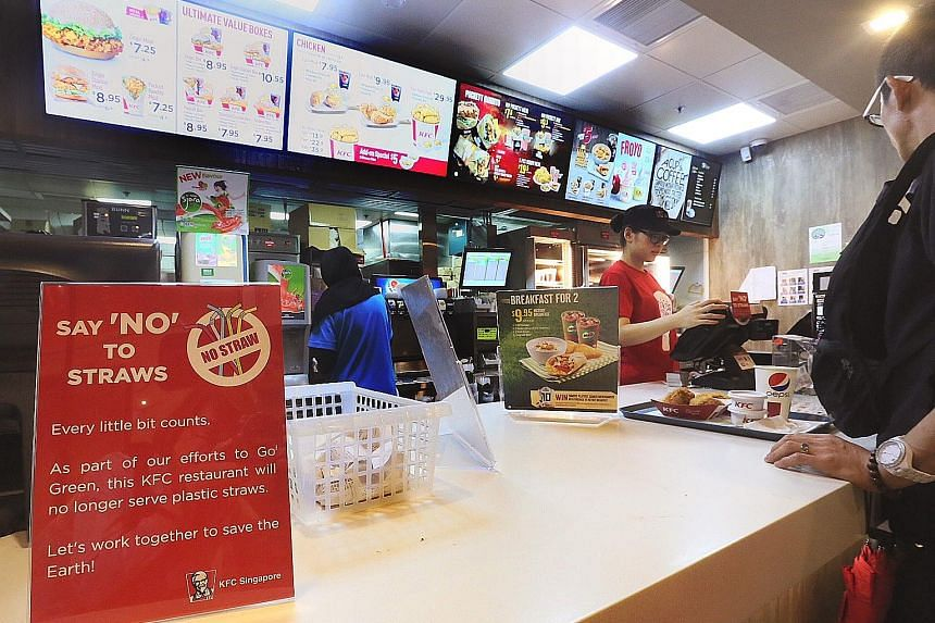 Fast-food chain KFC's campaign to stop giving out straws in its outlets kicked off in June. A spokesman for the company said that while its branches still provide plastic straws to customers who need them, the placement of the straw dispenser on the