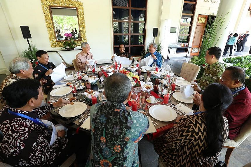 Prime Minister Lee Hsien Loong and Indonesian President Joko Widodo at lunch yesterday at The Laguna Resort in Nusa Dua with (clockwise, from left) Coordinating Minister for Maritime Affairs Luhut Panjaitan, Defence Minister Ng Eng Hen, Coordinating
