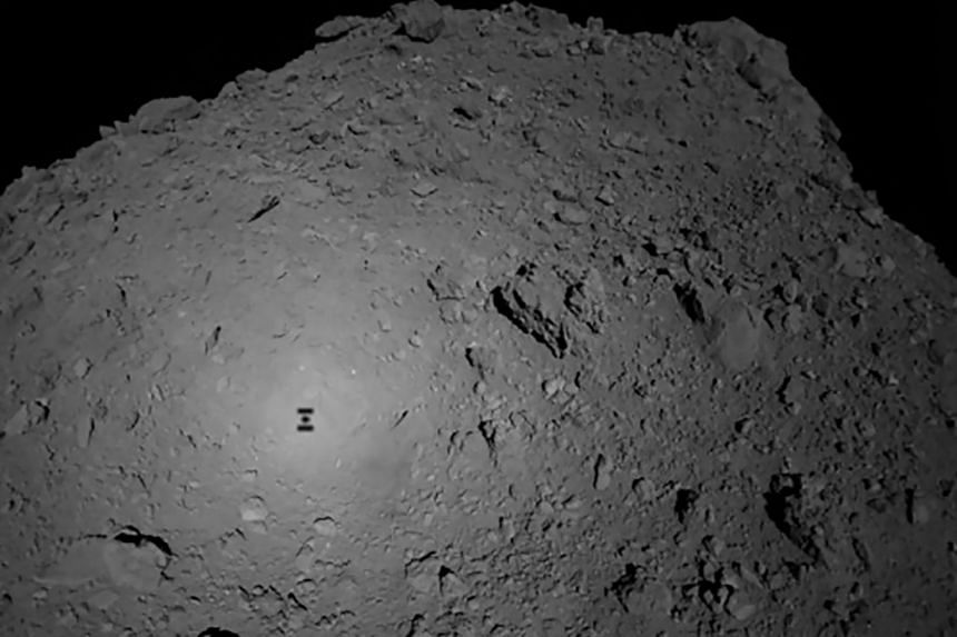 The shadow of Japanese spacecraft Hayabusa2 over the asteroid Ryugu. Initially scheduled for the end of October 2018, the landing is now set for late January 2019 at the earliest.