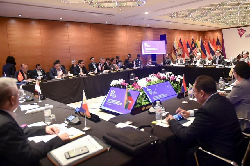 The 6th RCEP Inter-sessional Ministerial Meeting in progress.