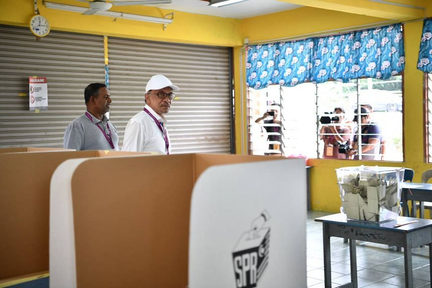 Datuk Seri Anwar Ibrahim arrives at a voting centre at a school in Linggi on Oct 13, 2018.