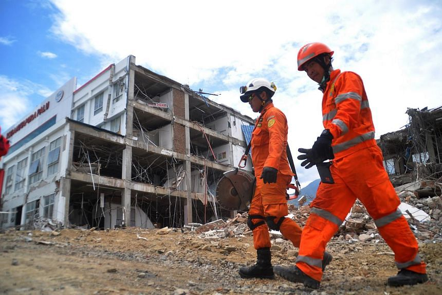 Indonesian search and rescue personnel near the damaged Anutapura hospital in Palu, on Oct 11, 2018.