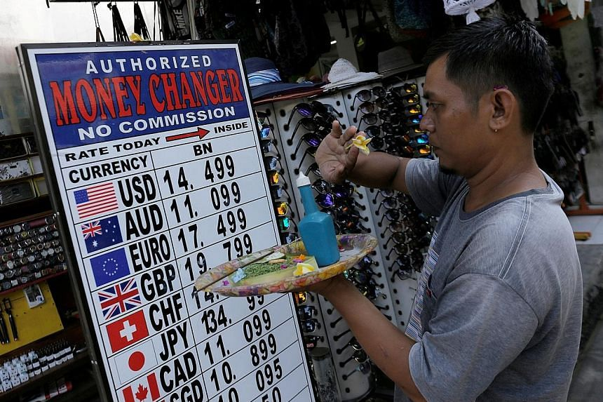 Indonesia has suffered a sharp drop in the value of the rupiah, caused by a widening current account deficit - where imports of goods and services exceed exports - amid US-China trade tensions.