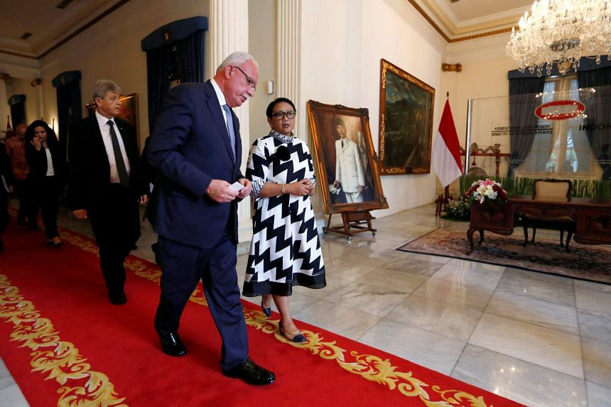 Indonesian Foreign Minister Retno Marsudi and visiting Palestinian Foreign Minister Riyad al-Maliki after their meeting at the Foreign Ministry in Jakarta yesterday.