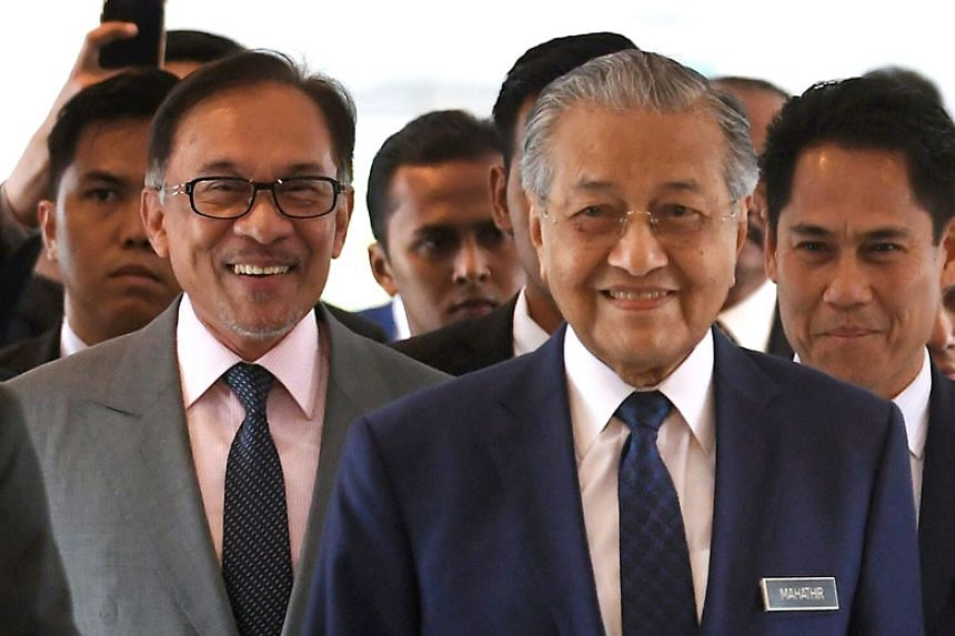Malaysian Prime Minister Mahathir Mohamad arrives at Parliament House in Kuala Lumpur with Port Dickson MP Anwar Ibrahim on Oct 18, 2018.