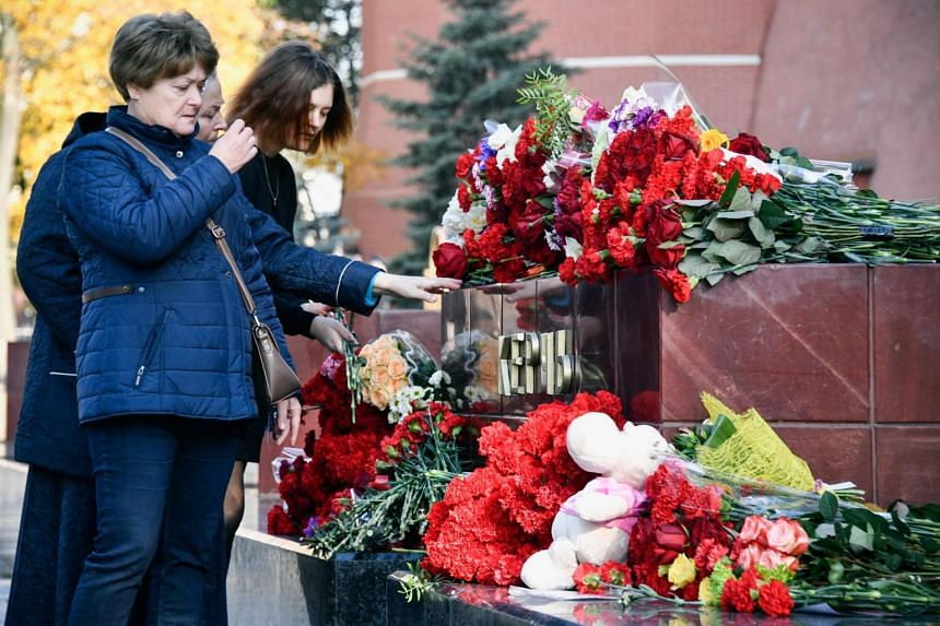 Mourners at the World War II Hero Cities Memorial to the city of Kerch in downtown Moscow, on Oct 18, 2018, a day after a 18-year-old student opened fire on his fellow students, leaving at least 19 people dead and dozens injured.