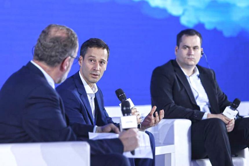 Hubii CEO Jacobo Toll-Messia (centre) discussing the use of blockchain technology in areas like micro-payment on Wednesday at the media forum hosted by CGTN and CCTV+ in Chongqing.