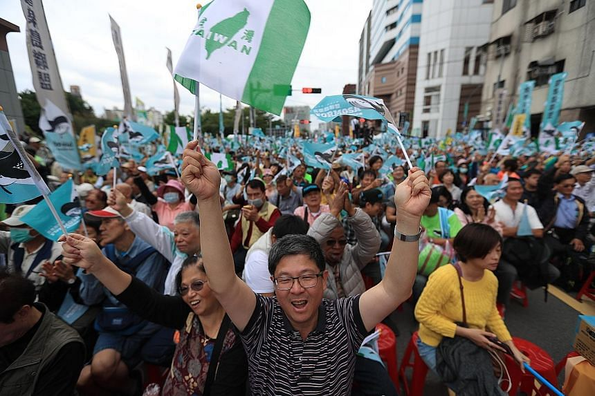 Pro-Taiwan independence activists calling for a referendum in Taipei yesterday. Organisers said that more than 100,000 people turned up for the mass protest.