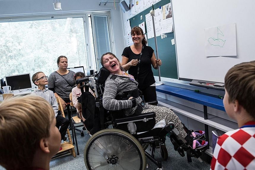 Twelve-year-old Jenna Puurunen has cerebral palsy, has trouble controlling the muscles in her body and needs a wheelchair. She has been attending the Jokiniemi School, a mainstream school, in Vantaa, Finland, for the past six years. Finland passed le
