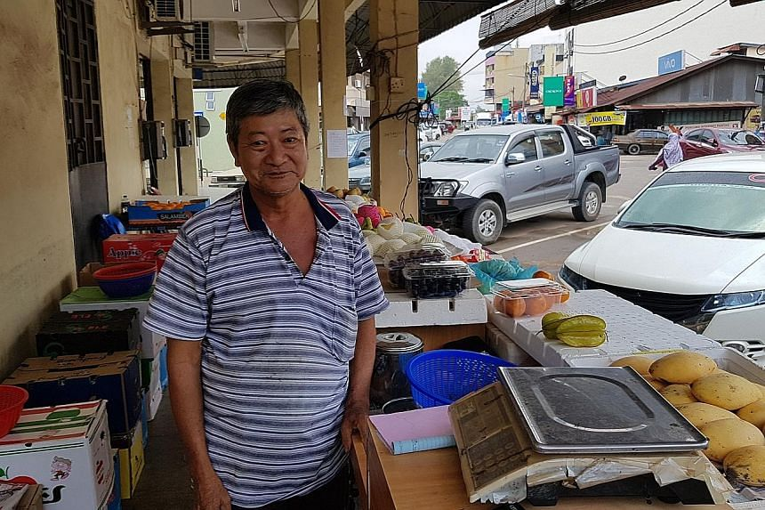 Fruit seller Chua Jit Hian, a Pengerang resident, said business is bad and hopes a new link will bring in tourists.