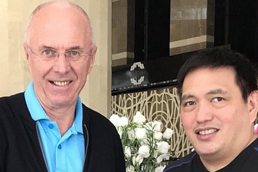 Sven-Goran Eriksson shaking hands with Philippines team manager Dan Palami at the announcement ceremony in Manila yesterday. The 70-year-old Swede previously led England to two quarter-final appearances at the 2002 and 2006 World Cups, and also won t