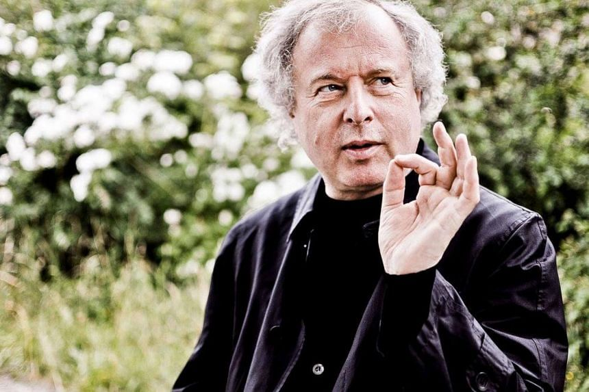 Sir András Schiff's concert began with a fascinating ten-minute introduction of the works he chose to pair with the Three Intermezzi Op. 117, Six Pieces Op. 118 and Four Pieces Op. 119 by Brahms.