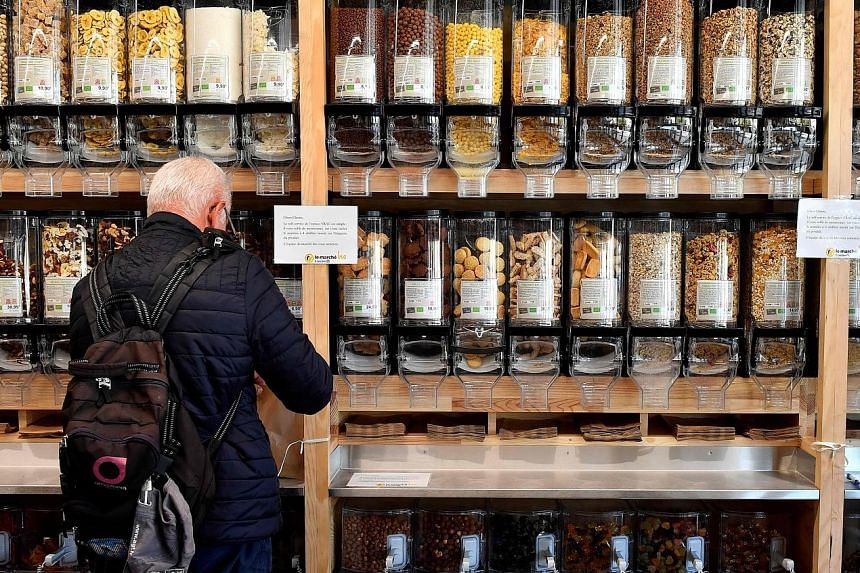 A man buying dried fruit in an organic supermarket in France earlier this month. Experts have raised problems about a recent French study showing that the most avid eaters of organic food had fewer cancers.