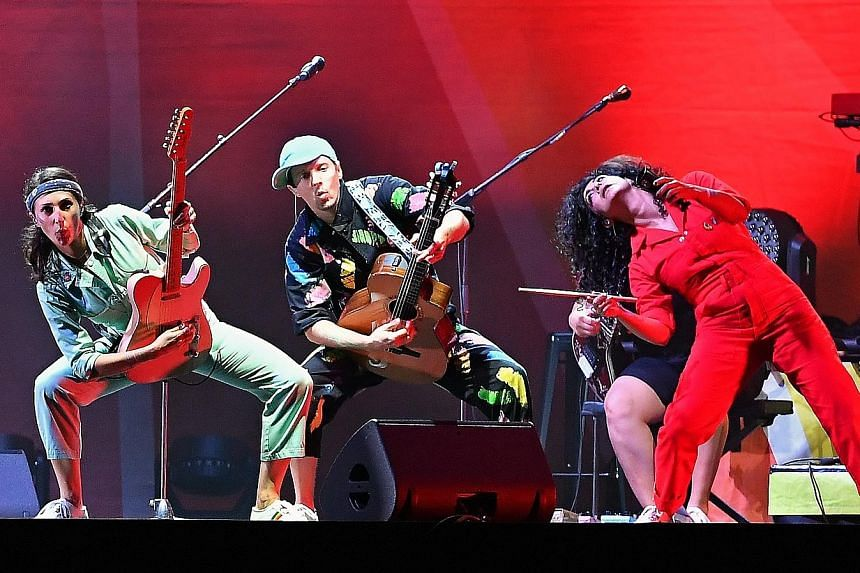 Jason Mraz (centre above and right) and his musicians' colourful coveralls match the concert's positive vibe.
