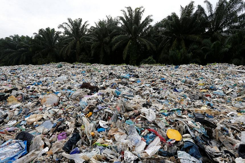 The initiative comes as public pressure mounts on manufacturers and retailers to pare down the deluge of plastic packaging that is clogging landfills and choking the seas.