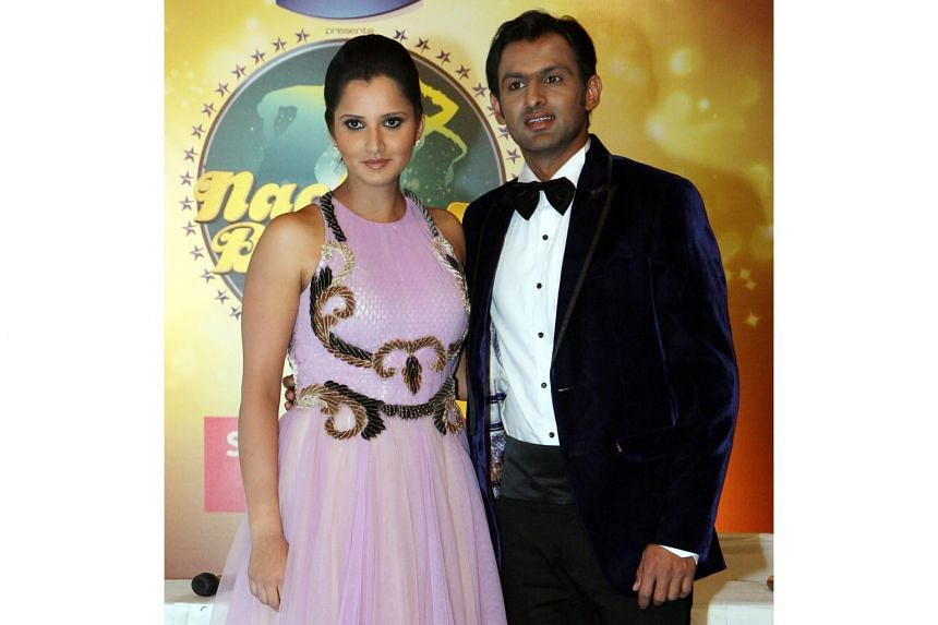 Indian tennis player Sania Mirza and her Pakistani cricketer husband Shoaib Malik enjoy a high profile owing to their successful sports careers and their unusual marriage spanning the border of India and Pakistan.