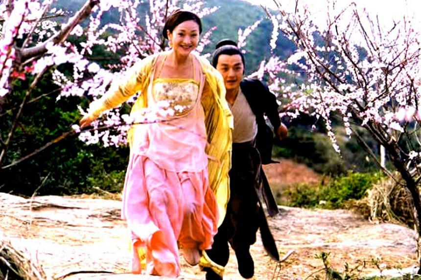 Zhou Xun as Huang Rong and Li Yapeng as Guo Jing in the 2003 Chinese television series adaptation of Jin Yong's novel Legend Of The Condor Heroes.