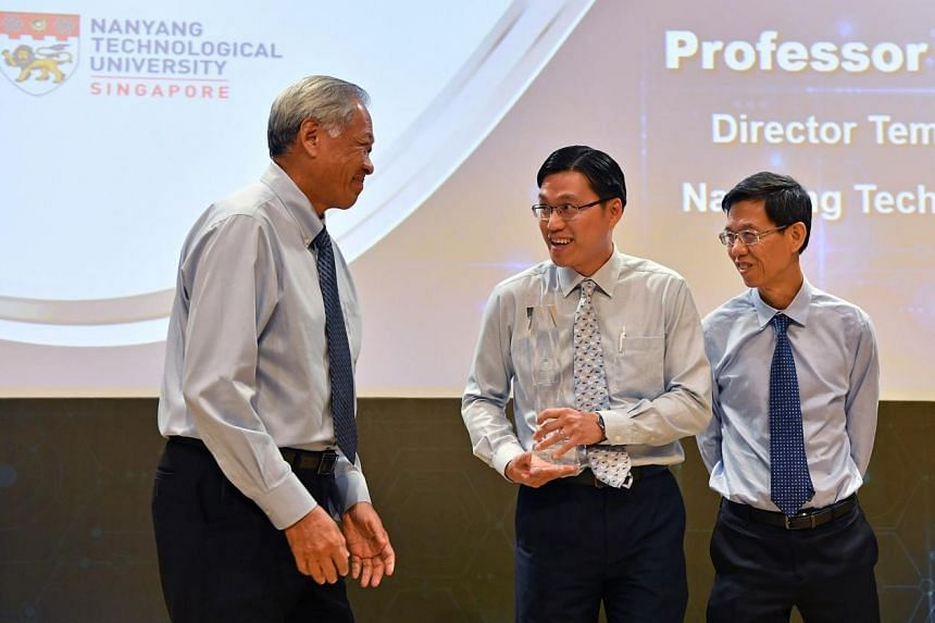 (From left) Defence Minister Ng Eng Hen congratulates Professor Gan Chee Lip, flanked by Chief Defense Scientist Quek Gim Pew, at the Defence Technology Prize Award Ceremony on Oct 30, 2018.