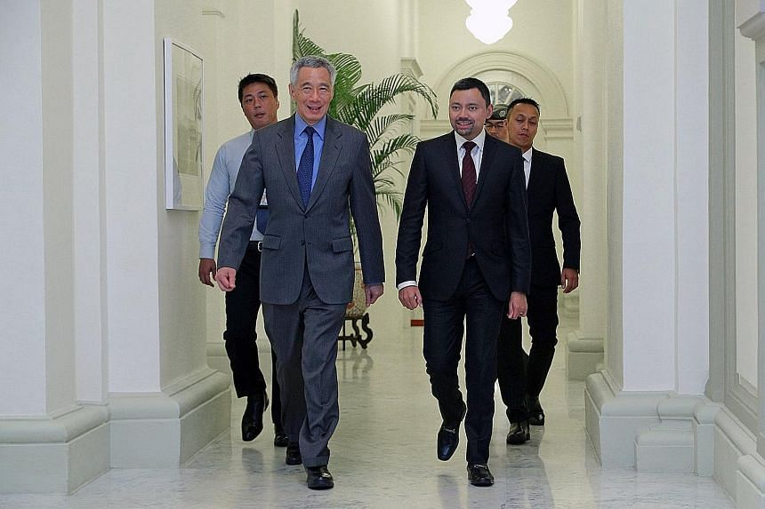 Prime Minister Lee Hsien Loong hosted Brunei Crown Prince Haji Al-Muhtadee Billah (third from left) and his delegation to lunch at the Istana yesterday. The Crown Prince is leading a delegation for the 6th Singapore-Brunei Young Leaders' Programme. H