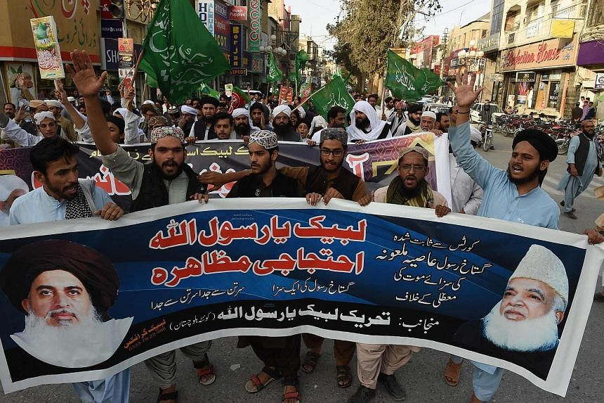 Supporters of the hardline Pakistani group Tehreek-e-Labaik protesting on Wednesday against the Supreme Court decision to overturn the conviction of Ms Asia Bibi, a Christian, who was facing execution for blasphemy.