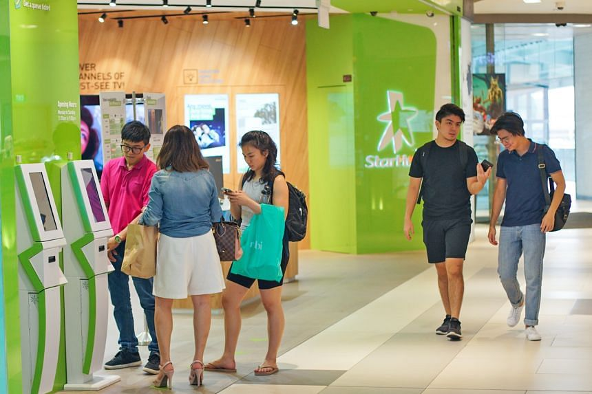 To help cable customers make the switch to fibre, StarHub is offering discounted subscriptions and freebies such as wireless routers and additional TV channels, among other things.