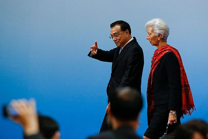 """Chinese Premier Li Keqiang and International Monetary Fund managing director Christine Lagarde meeting the press after their """"1+6"""" Roundtable session in Beijing yesterday."""
