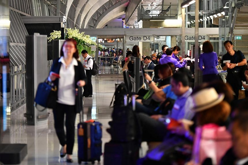 The number of tourists coming through Suvarnabhumi Airport in 2016 and 2017 were 3.1 million and 2.2 million respectively, but from January to September this year, the number had declined to 1.7 million.