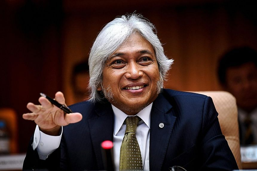 Former central bank governor Muhammad Ibrahim has been questioned over the controversial RM2 billion (S$659 million) land purchase.