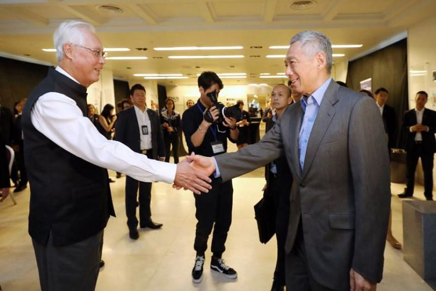 Emeritus Senior Minister Goh Chok Tong welcomes guest of honour Prime Minister Lee Hsien Loong to the launch of his memoir, Tall Order: The Goh Chok Tong Story, on Nov 8, 2018.
