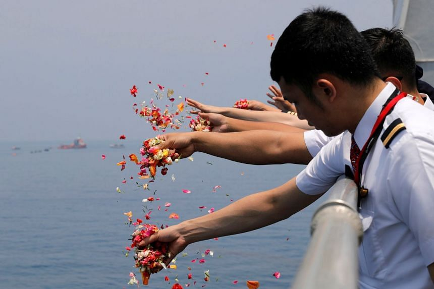 Colleagues of the Lion Air flight JT610 crew throw flowers and petals from the deck of Indonesia Navy ship KRI Banjarmasin as they visit the site of the crash to pay their tributes, on Nov 6, 2018.