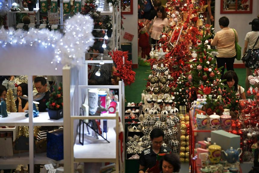 Customers in Paragon mall doing their last-minute Christmas shopping on Dec 23, 2017.