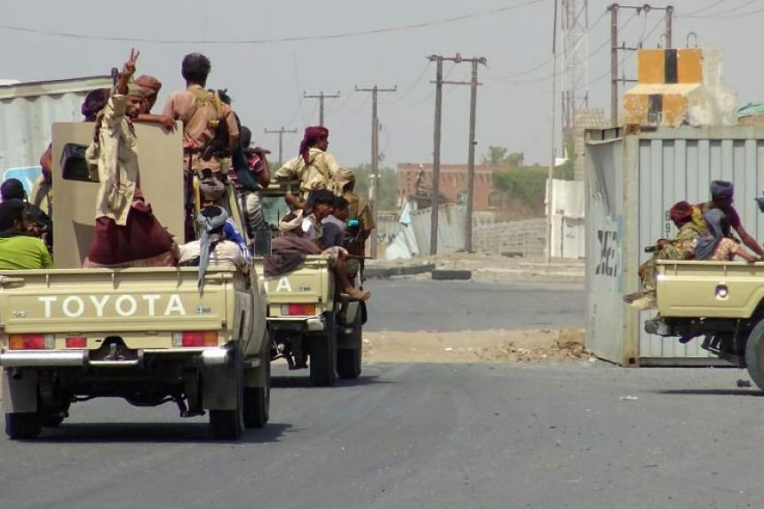 Yemeni pro-government forces gather on the eastern outskirts of Hodeida as they continue to battle for the control of the city from Huthi rebels, on Nov 10, 2018.