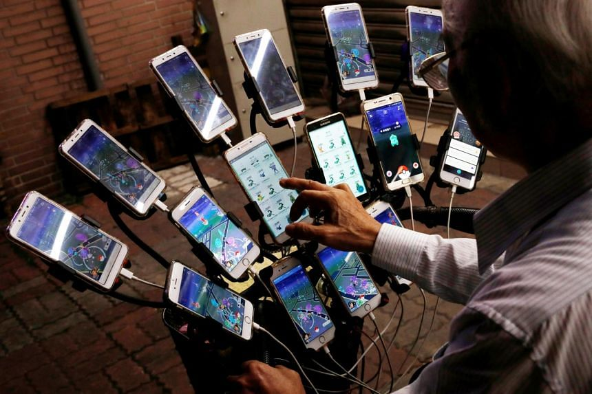 Mr Chen San-yuan, 70, attaches 15 mobile phones to the front of his bicycle, to simultaneously play Pokemon Go.