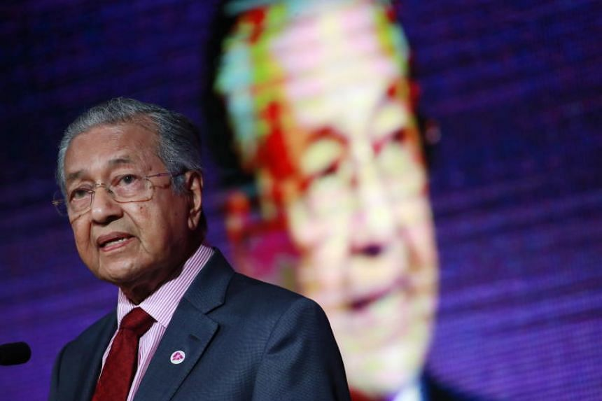 """Malaysian Prime Minister Mahathir Mohamad said that the current level of intra-regional trade at around 25 per cent """"has been stagnant"""", and should be raised to more than 30 per cent."""