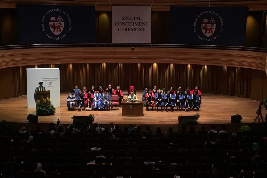 The National University of Singapore conferred the doctorate on Tun Dr Mahathir in recognition of his outstanding leadership of Malaysia.