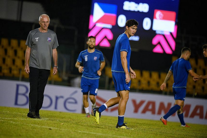 Philippines head coach Sven-Goran Eriksson (left) and team captain Phil Younghusband (centre) pictured during training at the Panaad Stadium in Bacolod City ahead of their Asean Football Federation Suzuki Cup match against Singapore on Nov 12, 2018.