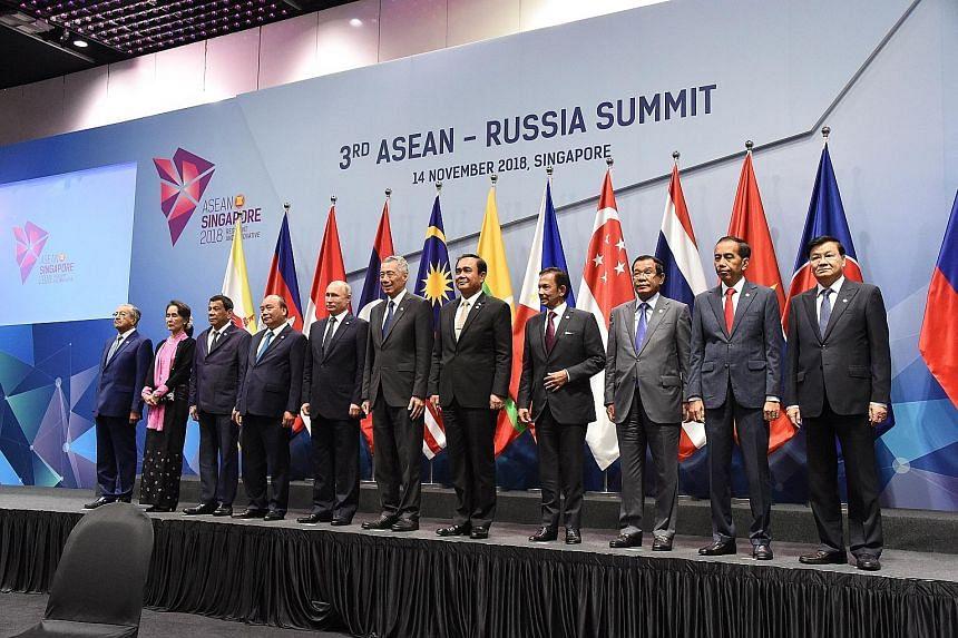 (From left) Malaysian Prime Minister Mahathir Mohamad, Myanmar State Counsellor Aung San Suu Kyi, Philippine President Rodrigo Duterte, Vietnamese Prime Minister Nguyen Xuan Phuc, Russian President Vladimir Putin, Singapore Prime Minister Lee Hsien L